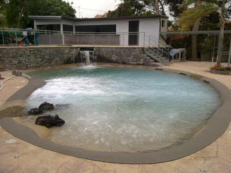 Piscina naturale idromassaggio all aperto anche per for Cloro nelle piscine